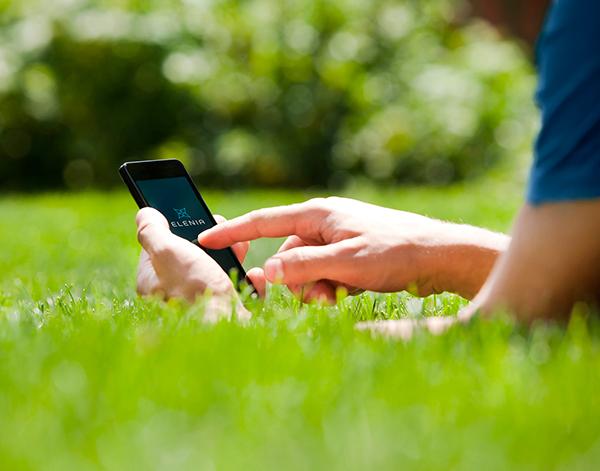 kulutuspalvelua katsotaan kännykällä